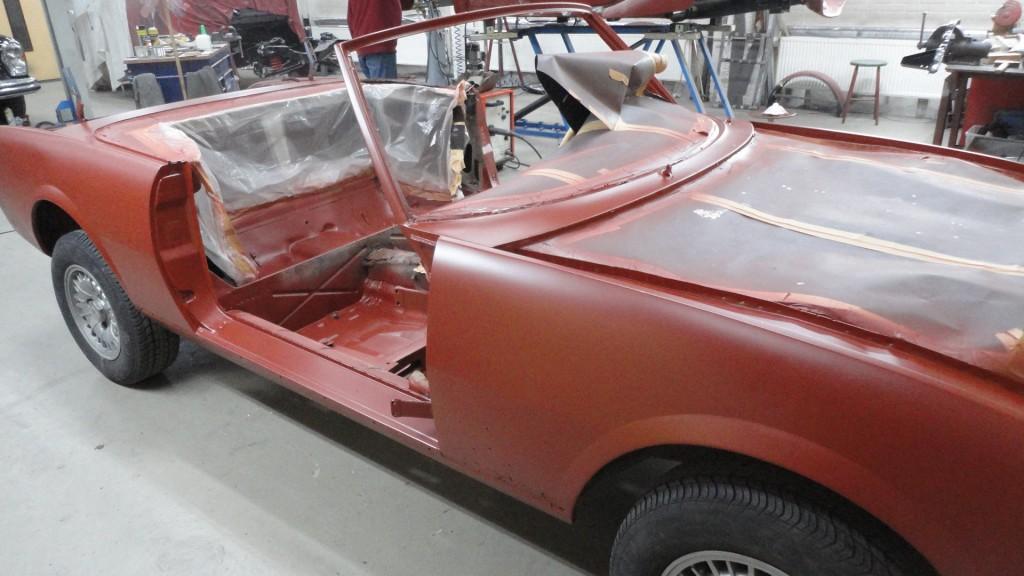 Peugeot 504 cabriolet terug van de straler