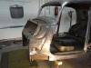 Voordat de koets in een kantelbok kan worden geplaatst moeten de plekken waar de koets op de bok wordt bevestigd worden hersteld.