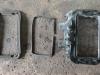 Aan de voorkant zitten 2 rubbers. Het kleinste rubber kan worden vervangen door een rond sponsrubber. Op het andere rubber moeten we zuinig zijn, want dat is niet te vervangen.