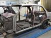 De linker kant van de Opel is afgebeten en gedeeltelijk geschuurd.